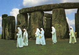 druid_at_stonehenge